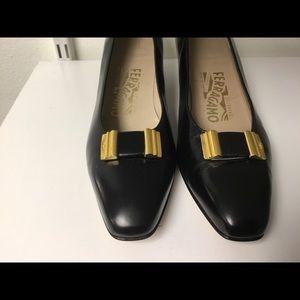 Salvatore Ferragamo Shoes - Salvatore Ferragamo Black leather pumps size 7.5